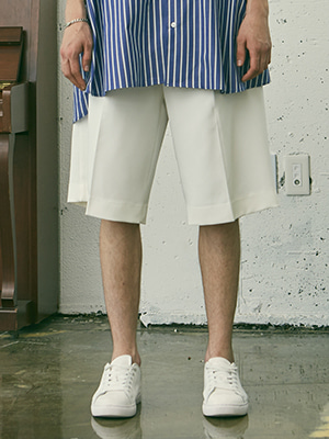 BANDING SUPER WIDE SHORTS WHITE