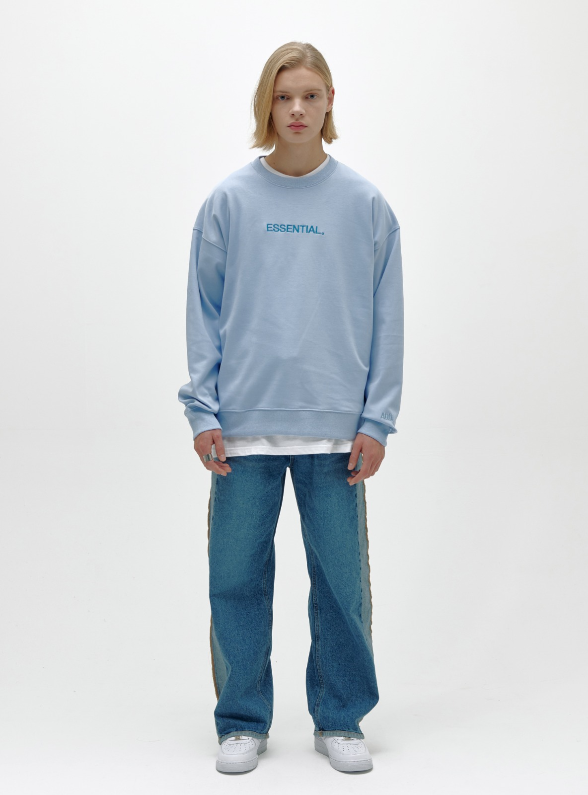 자체브랜드 - ESSENTIAL LOGO SWEATSHIRT POWDER BLUE