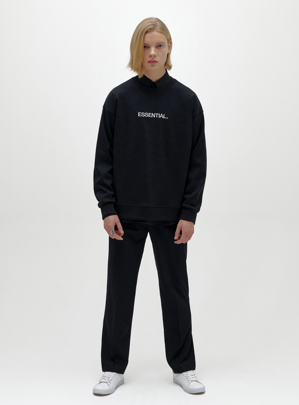 자체브랜드 - ESSENTIAL LOGO SWEATSHIRT BLACK