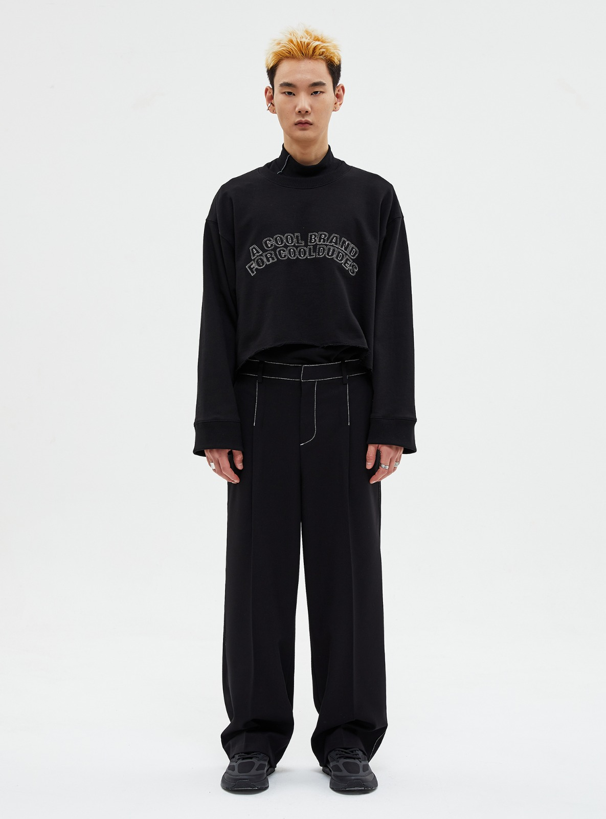 자체브랜드 - [LAYERED]SLOGAN CROP SWEATSHIRT BLACK