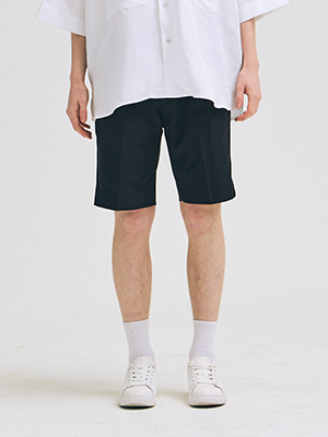PINTUCK SHORTS BLACK