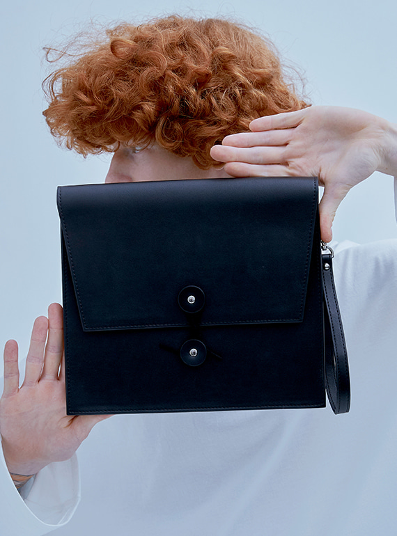 ENVELOPE CLUTCH BAG BLACK