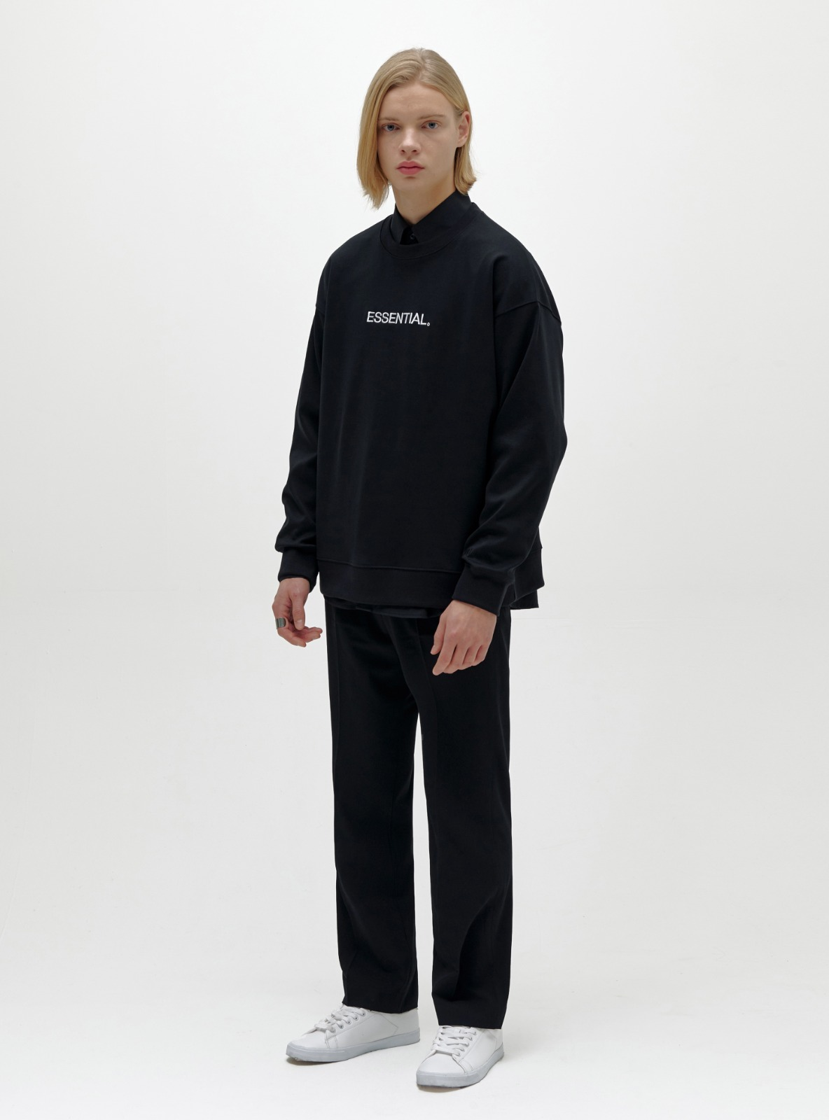 ESSENTIAL LOGO SWEATSHIRT BLACK