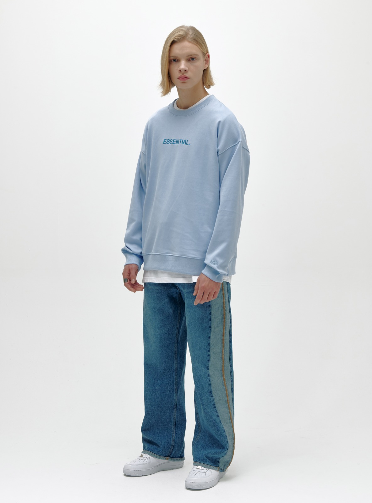 ESSENTIAL LOGO SWEATSHIRT POWDER BLUE